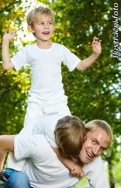 chlap s dětmi