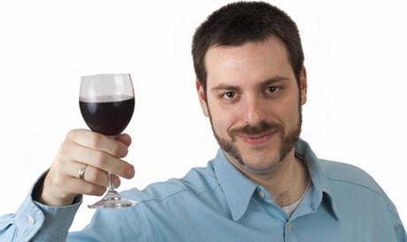 Mírné pití zpomaluje vznik artritidy